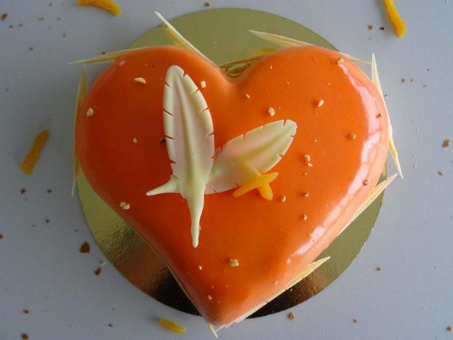 Entremets coeur abricot vanille et amande